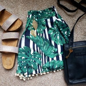 🌿Papaya Striped Banana Leaf Print Shorts🌿